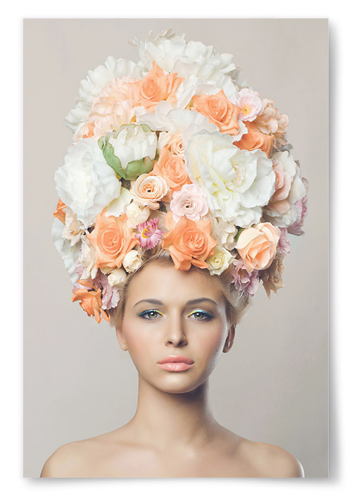 Poster Kvinna med Blommor i Håret Framifrån