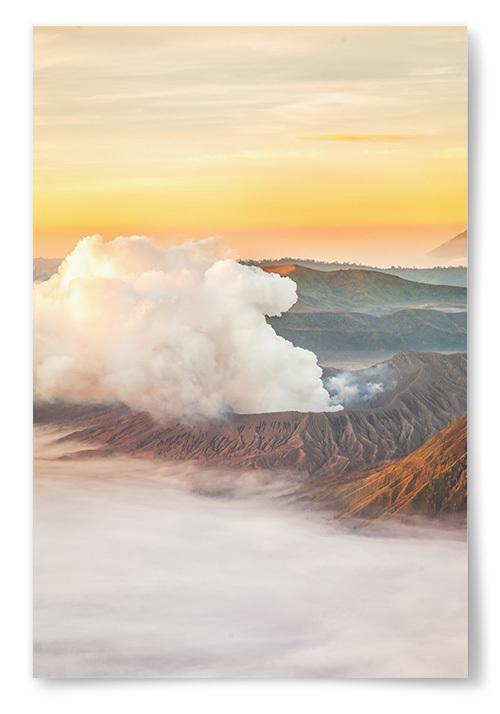 Poster Berg med Gul Himmel